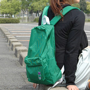 The simple rucksack which features good lightness and color development only by nylon! Standard plain fabric day pack ◆ mei (May) which is most suitable so that the design which a strap of the white to let you feel the slightly nostalgic atmosphere worke