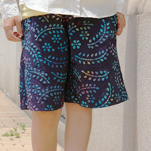 The short pants that a colorful paint flower gets a lot of looks! The unisex bottoms that bring on a slightly fantastic atmosphere performed batik of! Half underwear ◆ Gramicci (グラミチ) where is most suitable for outdoor and the sports scene: BATIK PRINT G