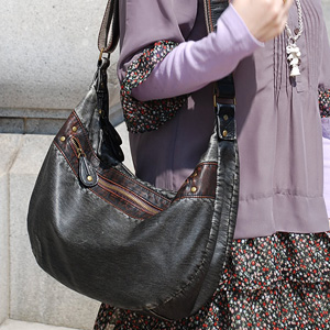 If you decide to be cool and cute Kore! of outstanding functionality with big gusset & Pocket was also edgy washed faux leather bag unisex bag! High capacity magazine and lunch bag charm ◆ pamoshoulder bag