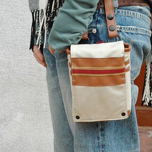 Angled loveseat also hip bag waist pouch ideal! Is a cool color scheme and a slim form casual bag charm ♪ if versatile unisex bag scissors can also be used it! ◆ Court line chalk bag