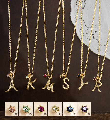 Handwritten letters are CUTE! Sterling delicate feminine character and sparkling Swarovski Crystal grain got to the point a delicate design necklace ◆ ラフイニシャルネックレス
