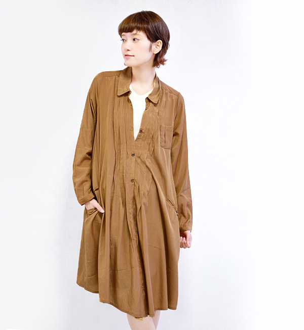Just wear simple enough technique is 2WAY solid color flannel! Such front Tuck and roll-up sleeves, mini chest pocket detail is a nice long sleeve shirt! 7 minutes / a sleeve / odd sleeves line / Cape / ライトアウター ◆ カシュクールアレンジレーヨンシャツワン piece