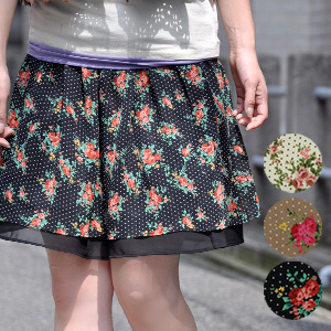 """The nostalgic chiffon skirt of the rose X dot print which took in the seasonal extract of """"the large floral design"""" not to be able to miss in this season! Is air Lee in a chiffon material softly; wear; waterdrop miniskirt ◆ classical Rose chiff"""