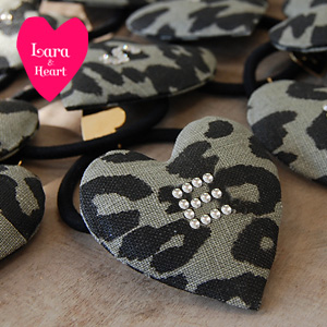 The spicy panther pattern heart of the cotton hemp place! Hair pony / leopard pattern / bracelet ◆ Lara & Heart (LARA and heart) where the alphabet modelled in a rhinestone sparkles shiningly: Animal canvas initial heart hair rubber [Leo soft-headed