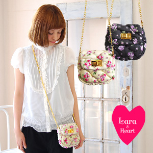 Can be as Lara & heart classic, Pocket rather than diagonally over the floral accessory pouch new! can be used as a waist pouch shoulder bag / rose / flower ◆ Lara &Heart (ララアンド heart): ローズコットン quilted chain 2WAY Pochette