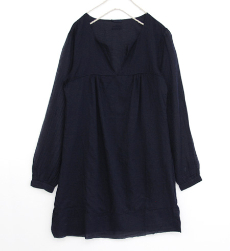 Hynek was neck, simple プルオーバーシャツワン pieces. Two tailored bodice and one piece of sheer fabric sleeves fashionable / long sleeve/v neckline and plain and spring one-piece ◆ BRAEZ (Blaze) キーネックガーゼシャツワン piece