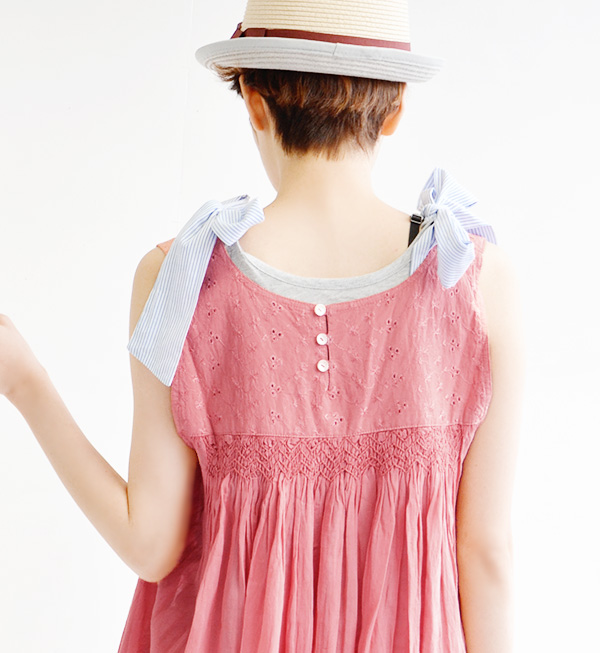 The tank tunic of the sweet silhouette opening softly from the chest bottom. Lady's tank top mini-length tunic dress India cotton black and white pink summer ◆ スモニー embroidery no sleeve tunic