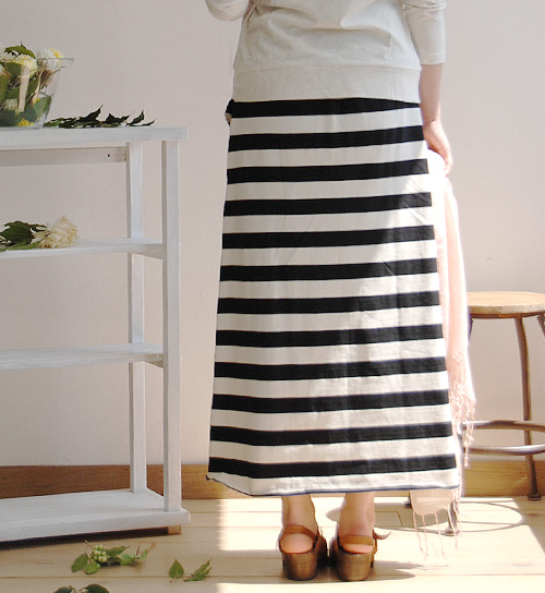 The maxi length skirt which can dress ナチュカジボーダー pattern well stylishly. Long skirt ◆ zootie (zoo tea) where I packed the moderate detail which accentuated including the lock stitch into: French horizontal stripe basque maxi