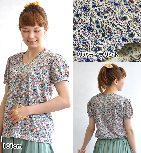 """Compact Tee where sweet めに prepared """"genuine floral design."""" Is out in in in a simple silhouette making use of delicate fabric having a fan all over the world; ◎ / short sleeves ◆ Coupole (クーポール): Liberty fabric flower puff sleeve T-shirt"""
