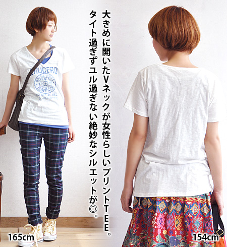 A feminine emblem logo print casual carrying slabs of plenty of ribbing, V neck design Short Sleeve Tee. Sukkiri boasts a sleek silhouette to wear ♪ shirt / ladies / ◆ compass emblems V neck slave t-shirt