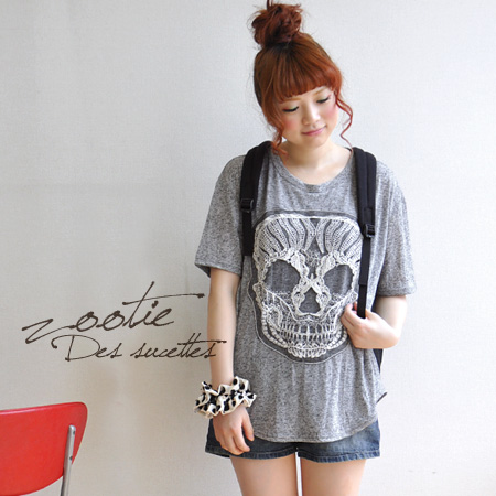 And look carefully. Skull face is! Sweet and spicy personality school Tee depicting the picture hard at tulle lace, ◎ / short sleeve / shirt / ladies / skeleton / skull ◆ Zootie ( ズーティー ): スカルレースチュニック T shirt