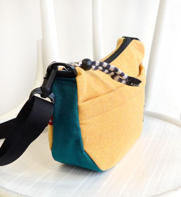 Shawl BAG of the sweat shirt X コーデュラナイロン color. Hang man and woman combined use bag men gap Dis slant that porch necessities enter the mobile phone and can have willingly in the wallet; pochette shoulder ◆ CHUMS (Kiamusze): Sweat shirt X nylon mini-banan