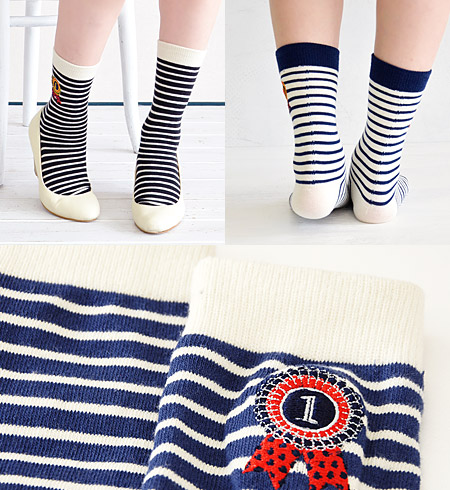 I have a cute badge motif with pop number! The horizontal stripe crew sock / Island Island / woman socks / footware / footwear / Lady's / crew length / shortstop socks ◆ rosette embroidery border regular socks where the one point embroidery such as the e