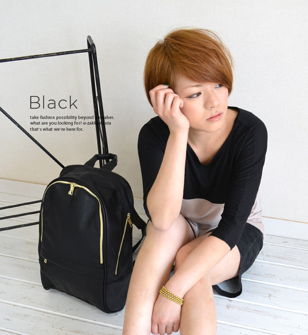 In the large box-shaped form seems to be a soft faux leather girls daypack. By making a simple A4 magazine also comfortably accommodate size of ◎ / backpack / daypack / bag / bag / bag ◆ スフレフェイクレザーボックスリュック suck