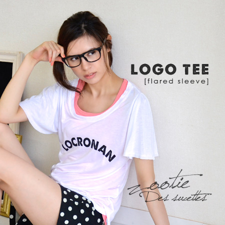 I love logo Tee! Sticking to original English-language print, soft arm cover to a great flare still boast sleeves • unique sheer rayon material with dull-eyed and beautiful silhouette and ladies ◆ Zootie ( ズーティー ) :LOCRONAN logo T shirts from flare sleev