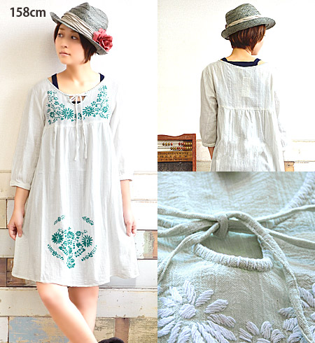 Sweet silhouettes from the chest down switch and soft spreads hem embroidered with A line one piece dress. Bright floral stitches ♪ comb up and cool cotton with 100% materials and seven minutes sleeves / India cotton ◆ TITICACA ( Titicaca ): メキシコフラワー emb