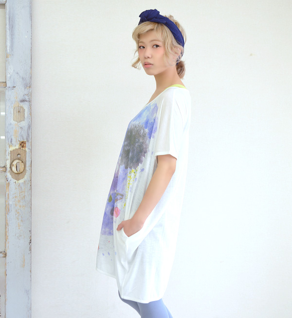 Printed bolting with a fresh touch relaxed Jean Paul Gaultier. Cocoon style silhouette bodice wide deformation silhouette slightly born in tack hem Central ◎ / short sleeve / shirt / ladies ◆ ウォーターペイントドルマン T shirt dress