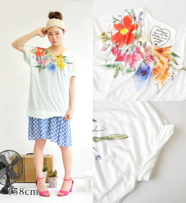 The tunic T-shirt that gentle floral design was printed. In wide width of the body an oversize style of the dolman sleeve a silhouette ◎ short sleeves cut-and-sew inner tops spring clothes spring ◆ rivet and surge (rivet and serge): Pencil flower dolman