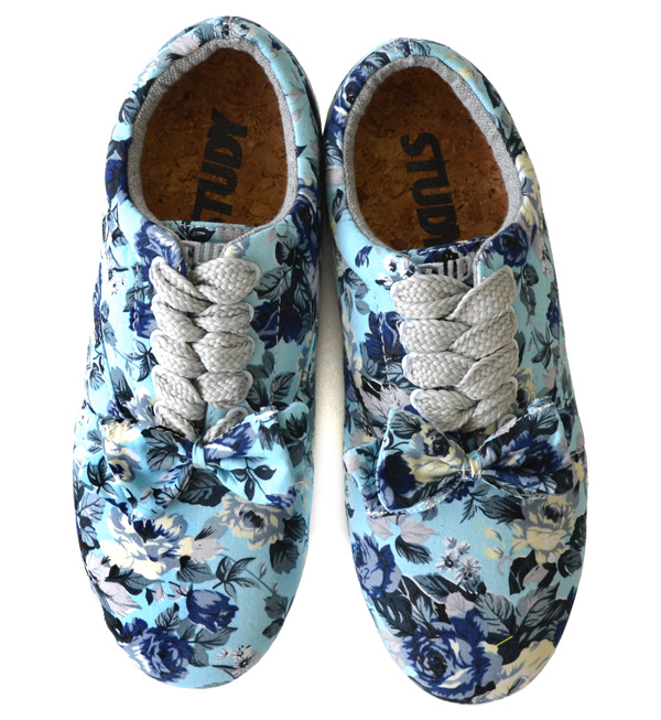 Antiqued flower pattern Oxford shoes. Low-frequency cut sneakers with removable ribbon. 2WAY which I be accompanied and change it, and is possible of a basic shoelace and a bit big shoelace! /FW1314/fs3gm ◆ STUDY (study) THE FLORAL DROP BLUE with the / i