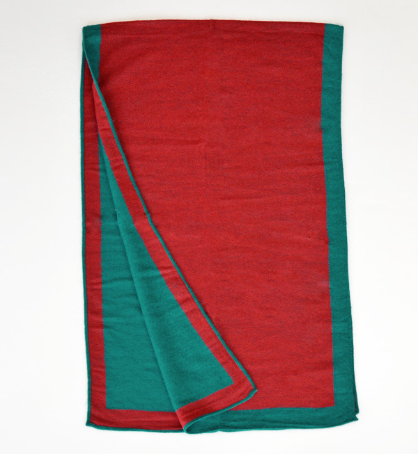 The large size stall of the color X color to attract a stall eye. It is red ◆ reversible frame by color large stall in winter in nice reversible specifications ♪ Lady's rolled drapery scarf shawl large size warm plain cold protection autumn in the fall a