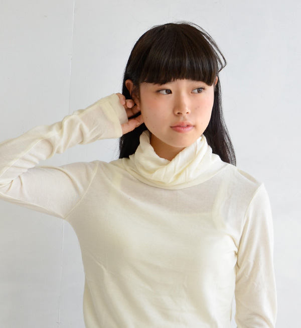 In the inner trend ' code' will think ♪ sluggish no sizing and offer less bulky soft with sheer sewn material Turtleneck Chateau / long sleeve / women's / Tor ◆ タートルネックミットスリーブカットソー