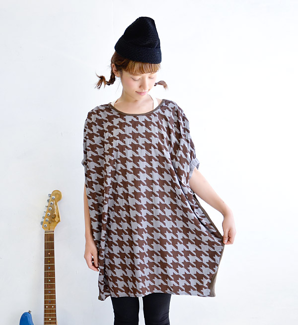 Staggered check pattern painted in big size big impact! Mellow shiny smooth Twill material with sequins. Excellent body cover power! / Short sleeve / ladies ◆ houndstooth プリントツイルドルマンコクーンワン piece
