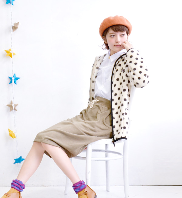 It is Cutch re-feeling in chambray Ikuji of the moderate tension and thickness! Lady's shirt / blouse / collared shirt / plain fabric / long sleeves ◆ w closet (double closet) of the silhouette which is standard for compact sizing: W stitch chambray shirt