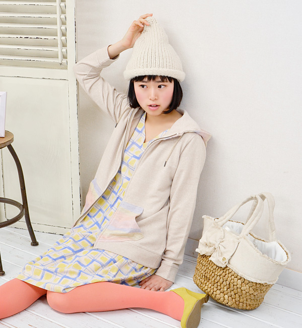 The graffiti checked pattern that the heart that I described in a favorite color beats fast with! Wide silhouette でずるっと waist change one piece dolman sleeve heteromorphic knee-length knee length pattern one piece ◆ Zootie (zoo tea) which it has a cute to
