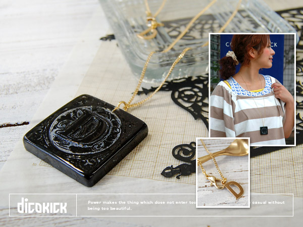 Reminiscent of medieval European antique pendant is accents of the code to be sure! Play long chain and alphabet charms, including a heart scale dicokick ロゴアクセサリー ◆ dicokick:Block D necklace
