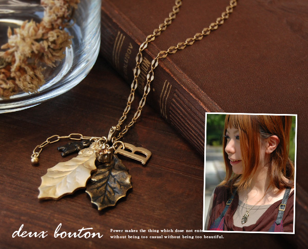 Leaf classic and elegant necklace with a little bear is a little adult cute! ドゥーブトン shines in bronze and gold leaf motif antique feeling become glamorous accessories ◆ deux bouton: ダンズフォレストネックレス