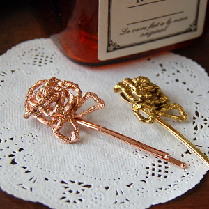 Rose Gold Flower motif is the gorgeous and cute appeared hairpin ♪ charming antique atmosphere such as coiled coil look will show even more girly ◆ コイルローズヘアピン