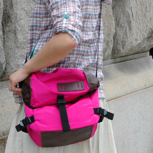 The shoulder bag is good to the accent of coordinates at the bias that is a candy color! ◆ anello (アネロ) where the bag of the durable grosgrain nylon which becomes both a shoulder and the bum-bag if I regulate a belt is unmissable: Climbing mini-messenger