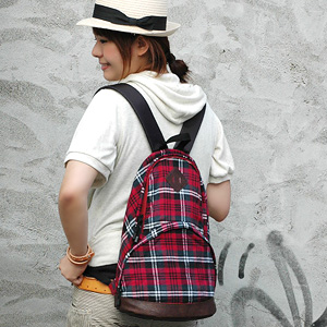 Small rucksack in Tartan material and block check warm ♪ faux leather bottom gusset and large front pocket with more capacity are daypack fit for commuting and commute ◆ ペンギンネルチェックリュック suck