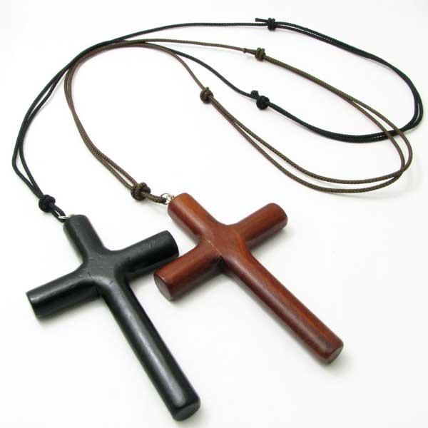 素朴で大きな十字架ペンダント 低価格 ネックレス 大きな木製クロスネックレス 贈与 ペンダント ウッドクロス2色KN32007