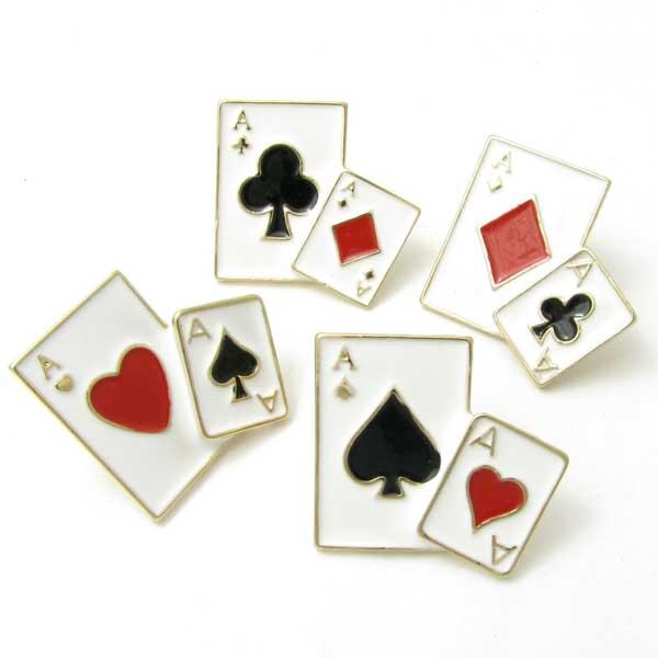 ●スーパーSALE● セール期間限定 人気のトランプデザインピンブローチ ピンブローチ 二枚のトランプ ラペルピン手品 マジック タイムセール ポーカー ラベルピン KS41011 ハート クローバー スペード カード