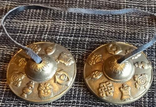 深い余韻が響くチベット仏教の法具 至上 チベタンベル《ティンシャ》=吉祥八紋様Mサイズ= G 驚きの値段