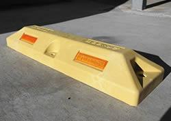 【エントリーでポイント5倍!】(有)サンセルフ リサイクル車止めES80黄色コンクリート用 10本セット