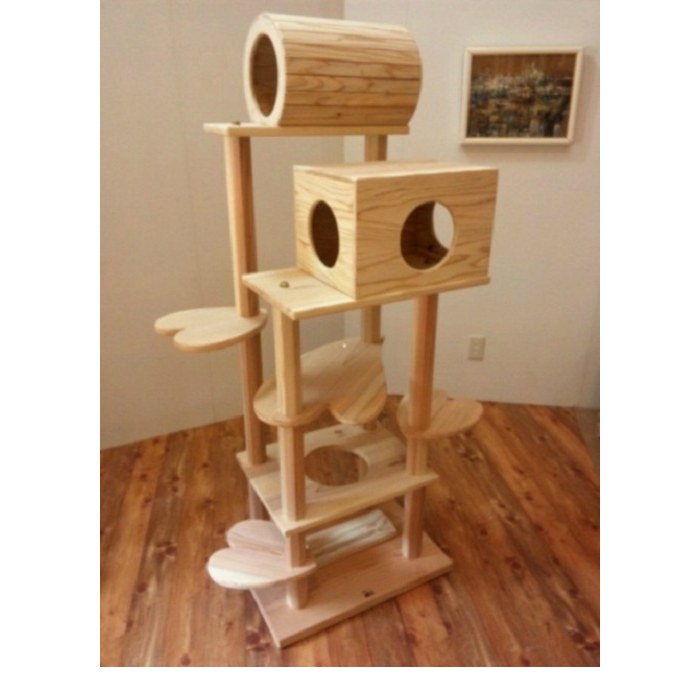 商品名:『猫まみれツリーハウス』宮大工さん手作り仕上げ!!木製キャットタワー(おしゃれなハート型踏み台)◎お掃除簡単で何といっても清潔!!◎他の市販商品とは違い、丸太支柱は頑丈強固なので、永年ご愛用できかえってお買い得!!