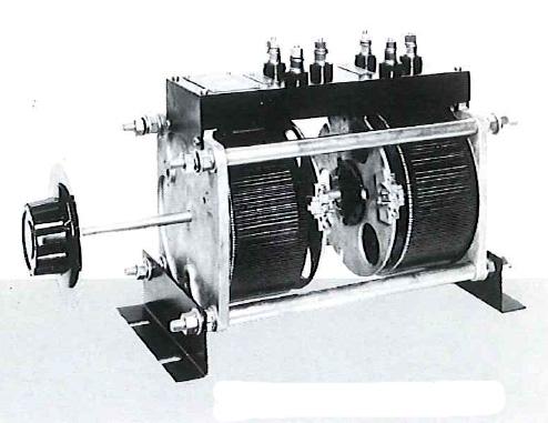 【個数:1個】マツナガ [P3-242.5]「直送」【代引不可・他メーカー同梱不可】 摺動電圧調整器 P3242.5【送料無料】