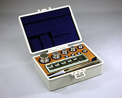村上衡器製作所 村上衡器 MURAKAMI0245 OIML型標準分銅JISマーク付 セットM2級計200g MURAKAMI-0245