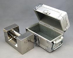 【個数:1個】村上衡器製作所 村上衡器 MURAKAMI0288 直送 代引不可・他メーカー同梱不可 ステンレス製まくら型分銅ケース入り M2級10kg MURAKAMI-0288