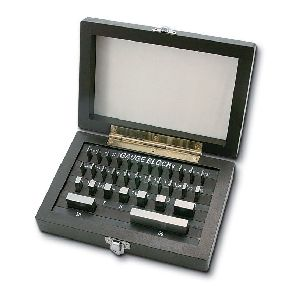 新潟精機 GBS1-103 直送 代引不可・他メーカー同梱不可 ブロックゲージ 1級相当品103個組 GBS1103
