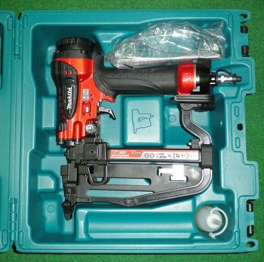 マキタ AT450HA 高圧4mm幅フロア用タッカ 赤 新品