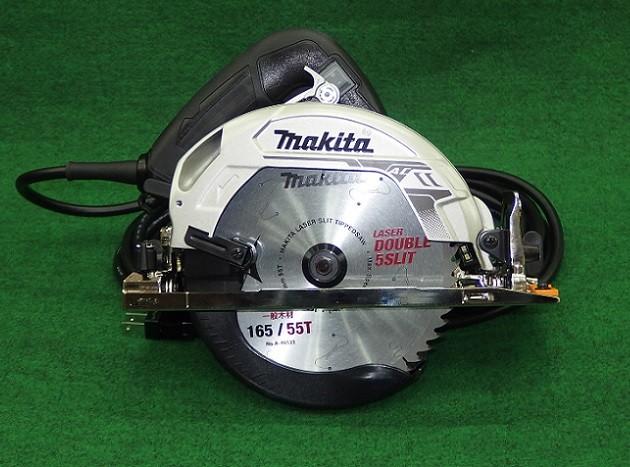 マキタ HS6301B 165mm 厚切込み 電気マルノコ 切込深さ66mm 滑らか起動 左5°傾斜可 AC100V チップソー付 黒 新品
