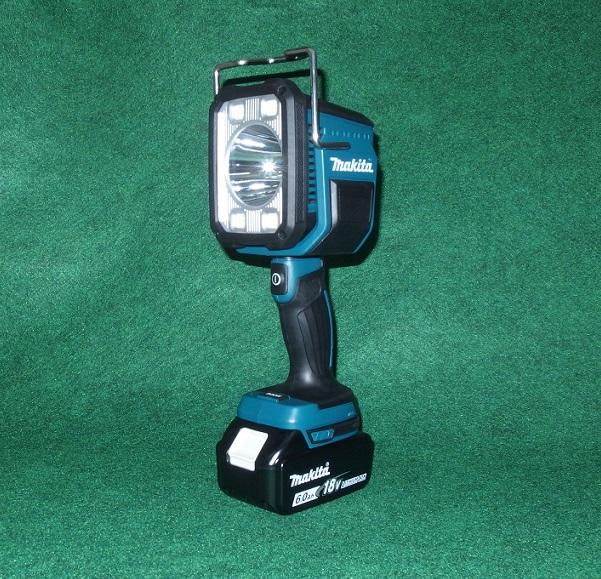 マキタ ML812+BL1860B+DC18SD 14.4V/18V対応 充電式フラッシュライト 照程距離:640m 光束:1250ml LED バッテリ・充電器付セット 新品