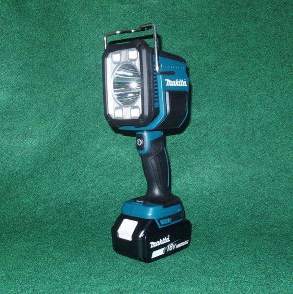 マキタ ML812+BL1830B+DC18SD 14.4V/18V対応 充電式フラッシュライト 照程距離:640m 光束:1250ml LED バッテリ・充電器付セット 新品