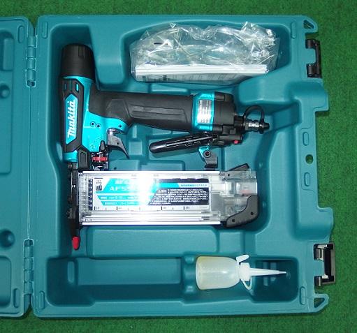 マキタ AF552HM エアダスタ付高圧仕上釘打機 青 新品 フィニッシュネイラ