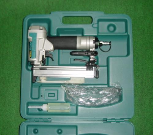 マキタ AT1025AK 10mm常圧エアタッカ ケ-ス付 新品