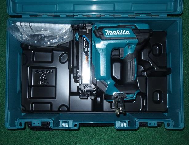 マキタ ST121DZK 18V-10mm充電式タッカ J線ステ-プル専用 使用ステ-プル足長さ:13~25mm 速射性アップ+低振動 本体+ケース 新品