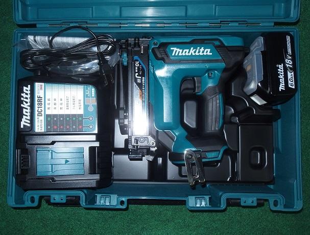マキタ ST121DRG 18V-10mm充電式タッカ J線ステ-プル専用 使用ステ-プル足長さ:13~25mm 速射性アップ+低振動 新品